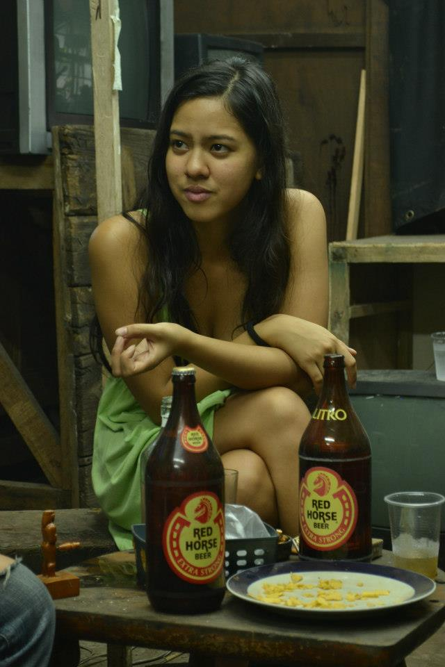 """... of 2 red horse beers. an urban life-scene in the movie """"Palitan"""