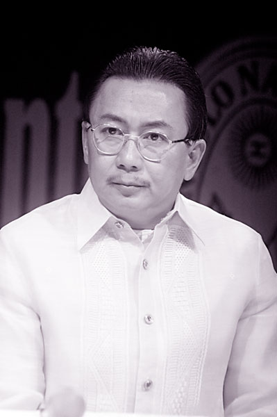 Lagun province Governor E.R. Ejercito portrays a character that is so hard to internalize onscreen, yet, he did it with great gusto!