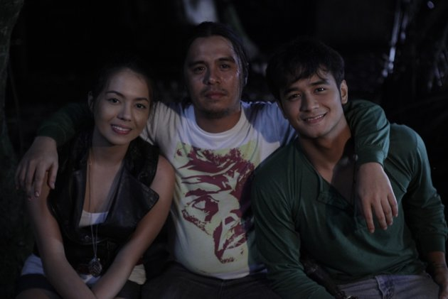 "director law fajardo with his great new breed of performers in ""the strangers""- julia montes and jm de guzman."