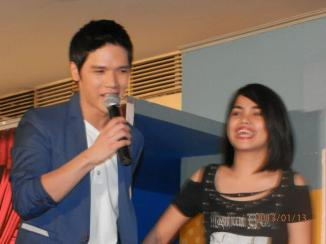 gerald captures the heart women in his mall shows.