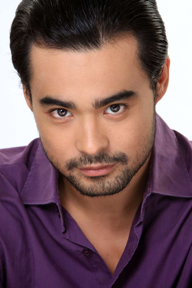 """sid lucero: his great """"eye-stares"""" fits the chracter of VALENTIN."""