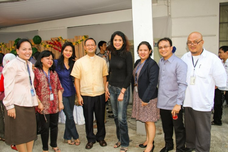 ms. evangeline pascual at the center, joined by maribel and the V.I.P.'s of adamson university.