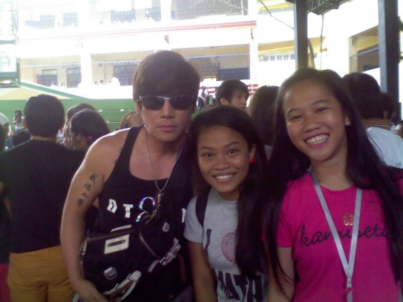 vince with his fans at batasan hills national highschool