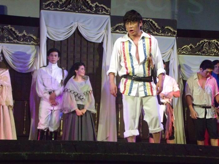 vince performing in bonifacio play