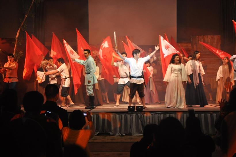 "a great ""Bonifacio: Isang Sarsuwela"" show that got a twenty-minute standing ovation at the ballroom of Taal Vista Hotel in Tagaytay City"