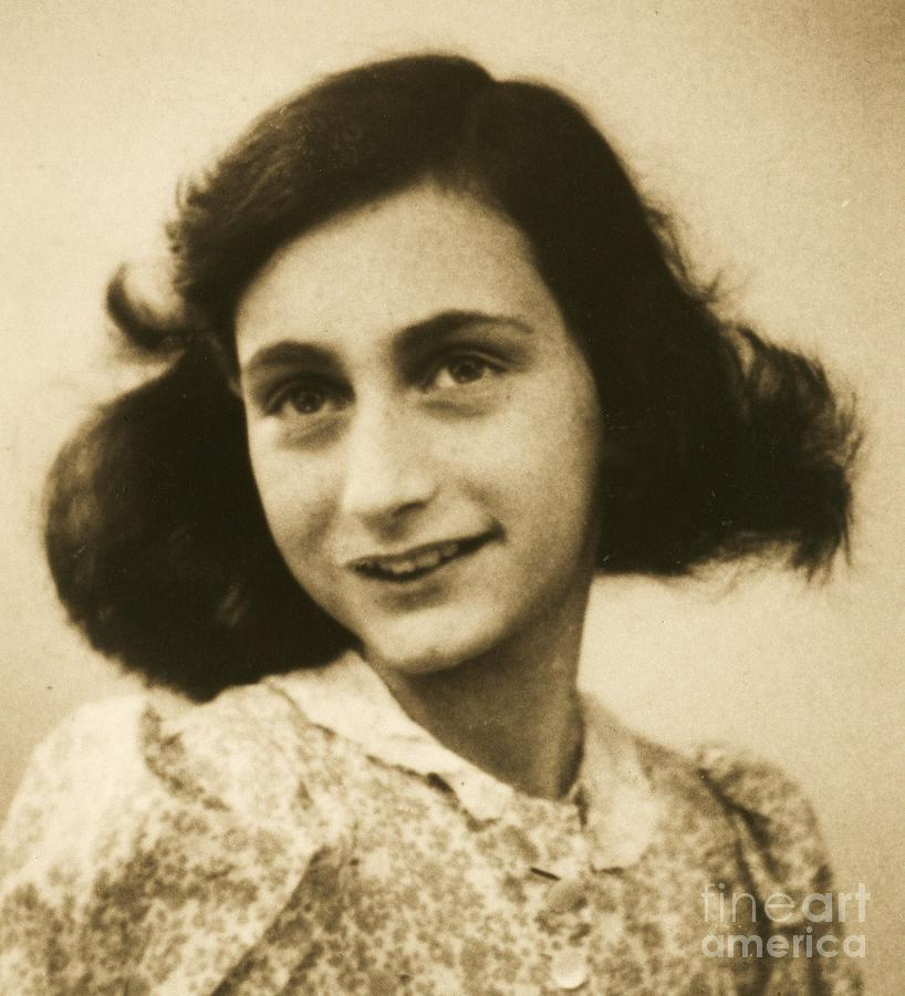 Daniel Radcliffe A Signe moreover 523684262898341431 besides After The War I Am Going To Live Anne Frank The Fourteenth Friend additionally Estado Civil moreover 80. on e live at the oscars