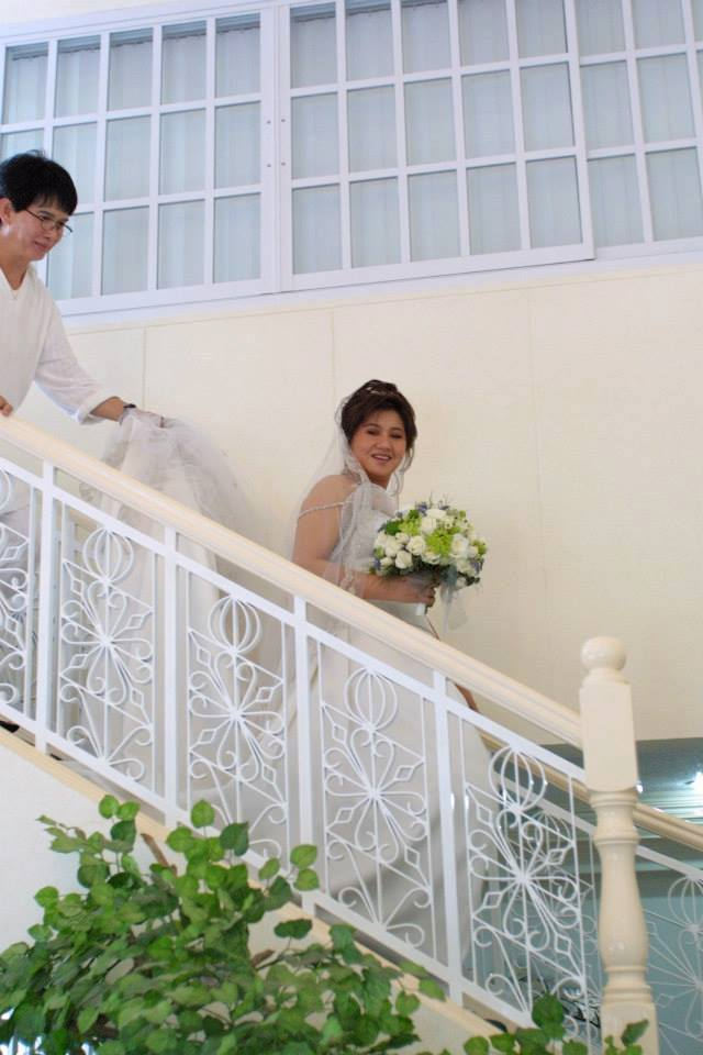 fanny holds-on to the tail gown as mrs. chua goes down the stairs- a moment captured 10 years ago...