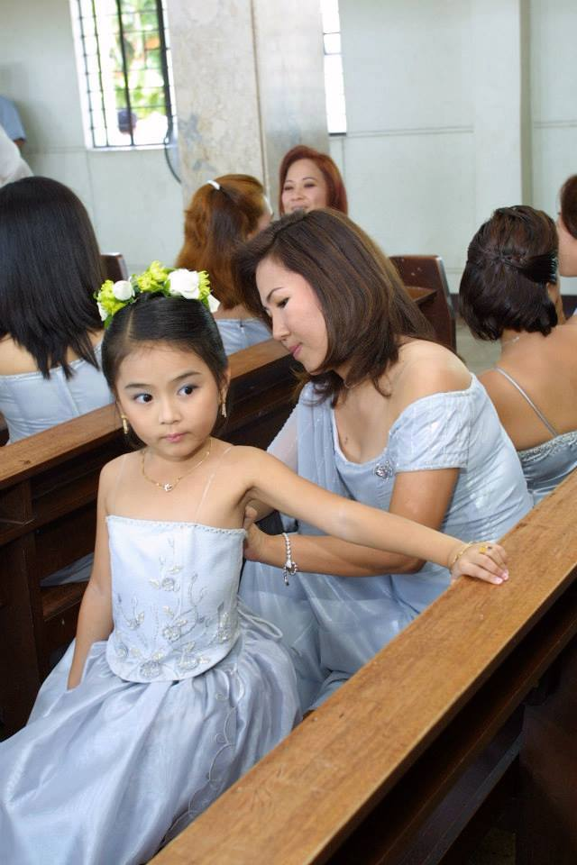 YOUNG KATHRYN BERNARDO WAS AMONG THE YOUNG FLOWER GIRLS OF MRS. CHUA 10 YEARS AGO.