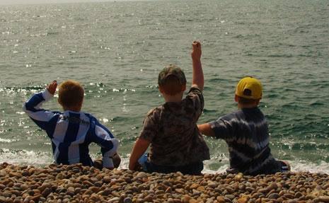 3 KIDS AT BAY
