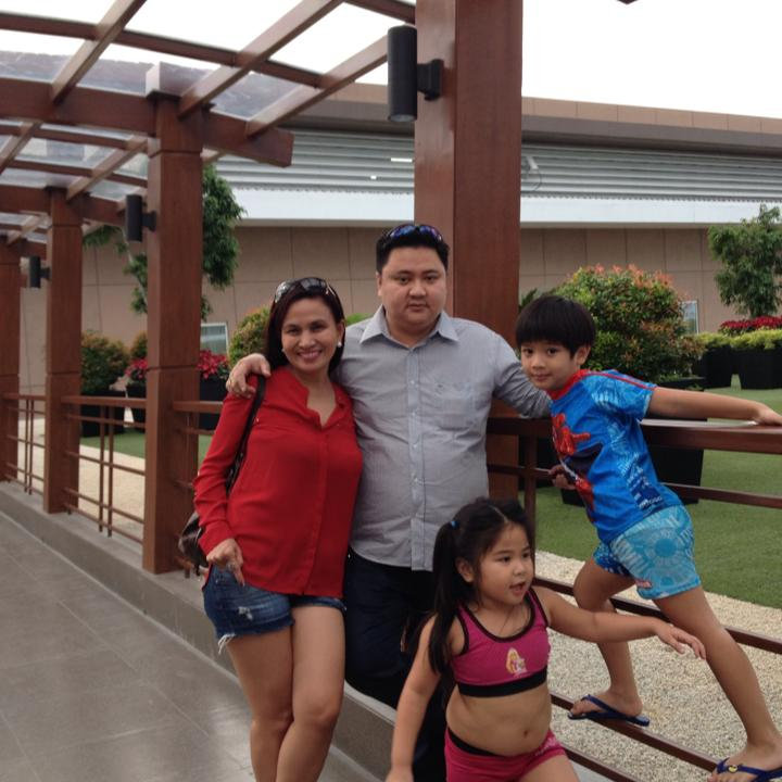 mrs. yulo with her family