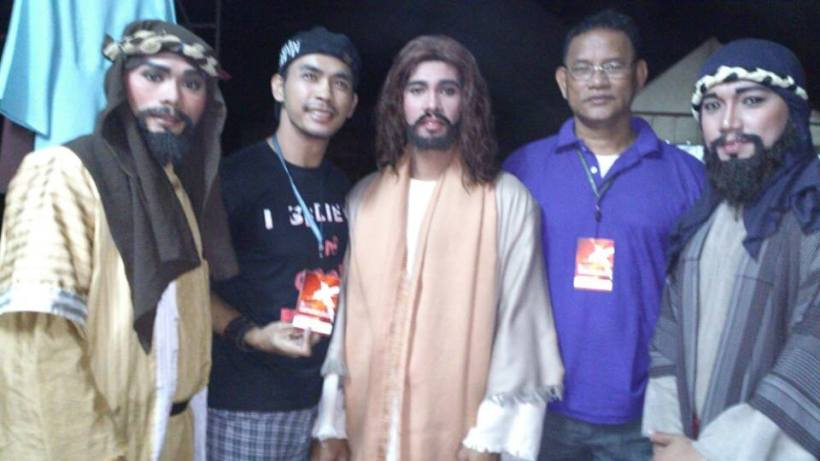 third from left- the actor who played jesus christ at the senakulo, with direk melbourne (second from left) and other actors and staff.