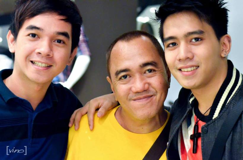 a bloggger (ms. sssip- me*) being flunked by two handsome elites models- mr. reggie musico and mr. mark lim