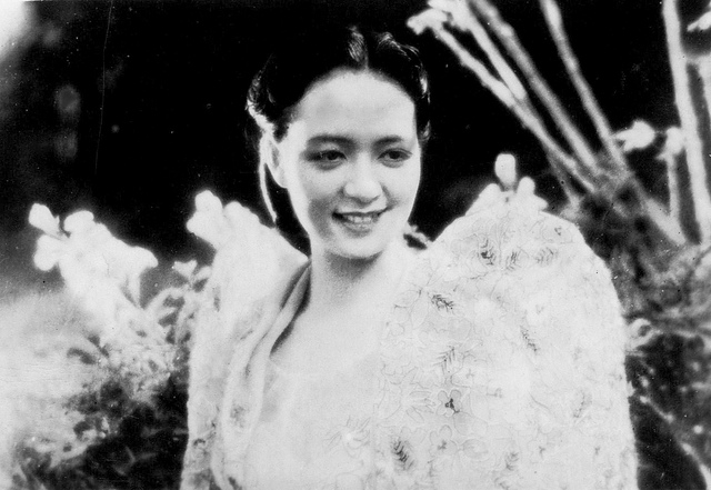 A FILIPINA IN  THE YEAR 1941