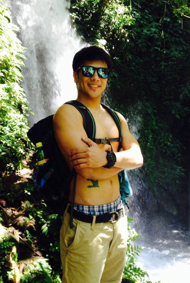 jayson: in shades, by the falls.. wanna take a plunge with him???