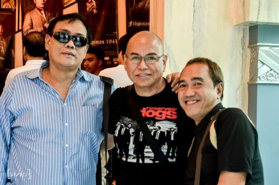 noel mallonga, mr. bernardo bernardo and this blogger poses before the camera lens of vino oriarte before the show starts