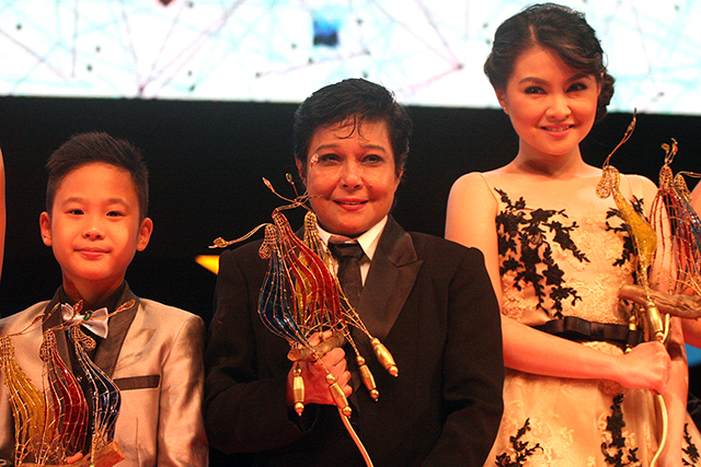MIGGS CUADERNO, NORA AUNOR AND BARBIE FORTEZ: WINNERS ALL. (PHOTO COURTESY OF MR. DANNY PATA OF GMANETWORK.COM)