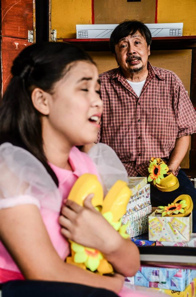 "bodjie pascua as the father in ""sandosenang sapatos"