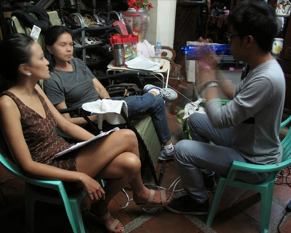 maribel and a fellow actress Olive Nieto being instructed by director J.E. Tiglao