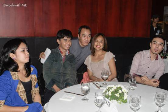 """blogger sssip poses with the """"seoul mates"""" cast and director during the 2014 cinema one roiginals fest prescon"""