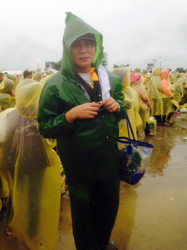 mama ness astilla at the tacloban airport when pope francis came there