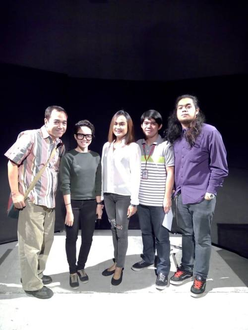 """mimi juareza poses with: (from left to right: robert silverio, yen quiling, mimi, frederick aquino and direk pedro kidlat krayola, during his taping for """"personage"""""""