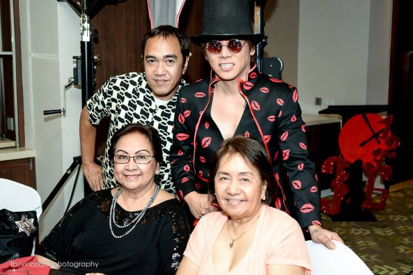 ms. tessie lagman (seated in black outfit) poses with this blgger sssip, vince tanada and crispina belen of manila bulletin during the 14th anniversary of phil. stagers