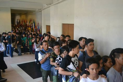 A long queue for the visitors anticipating the Grand Finals of Musica FEUROPA 7.