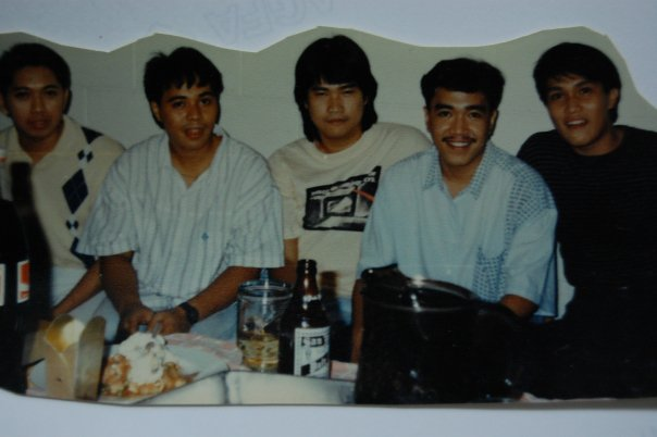 EX-MOVIE REPORTER JOSEPH YAP WHO RESIDES IN SAN JUAN, DURING HIS YOUNGER YEARS, FOURTH ON THE PHOTO IS YOUNG BLOGGER SSSIP IN MOUSTACHE, WITH OTHER MALE FRIENDS DURING A DRINKING PARTY NOT SO MANY YEARS AGO? HEHEHE...