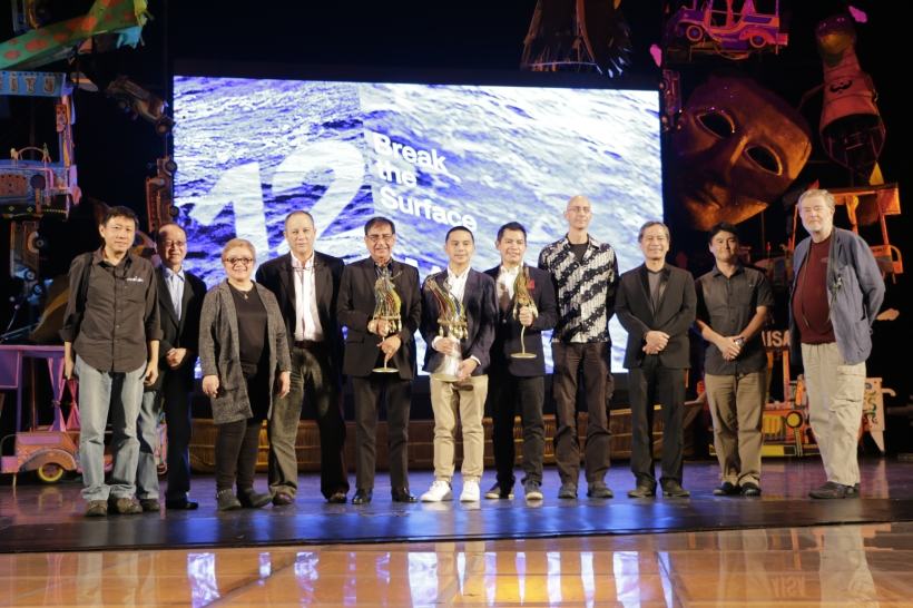 Cinemalaya Main Competition winners pose with their trophies together with the members of the Cinemalaya Organizing Committee, Main Competition jurors and NETPAC jurors. (Photo by Kiko Cabuena)